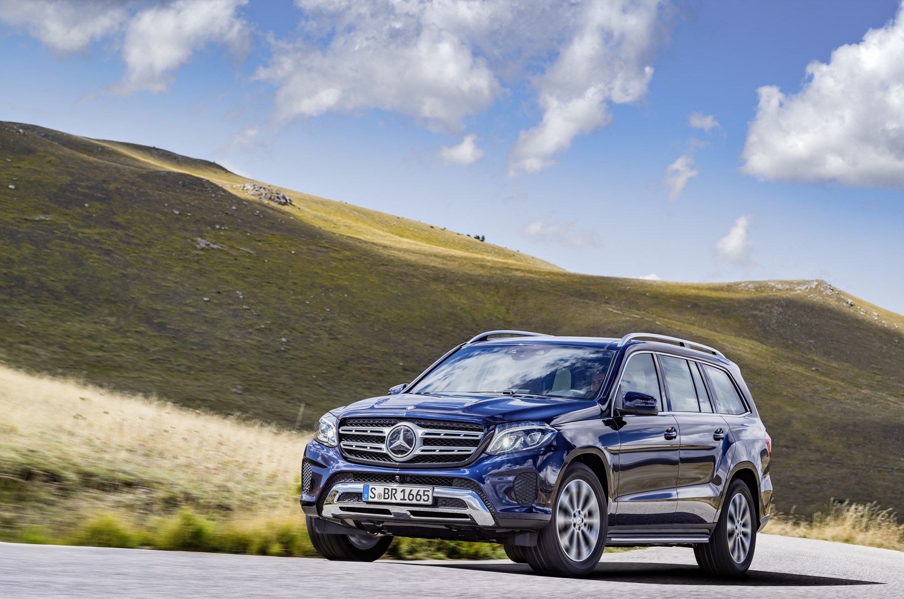 hero class luxury suv dr amg mbcan vehicles en mercedes small type gla benz